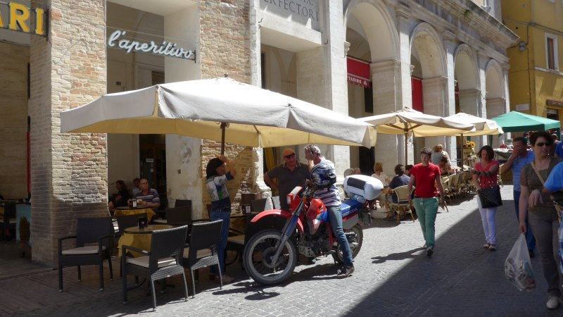 Urbino_Piazza_Bike