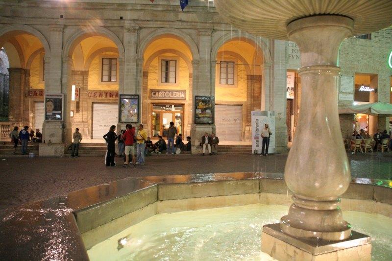 Urbino_Piazza_nacht2